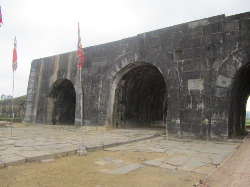 Thành Tây Đô / thành nhà Hồ được Bộ Văn hoá Việt Nam xếp hạng di tích quốc gia năm 1962, được UNESCO công nhận di sản văn hoá thế giới ngày 27-6-2001. Ảnh: Phanxipăng