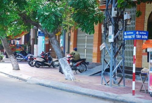 Bảng tên đường ở thành phố Quy Nhơn, tỉnh Bình Định, ghi Hàn Mạc Tử chứ không ghi Hàn Mặc Tử. Ảnh: Trần Hoa Khá