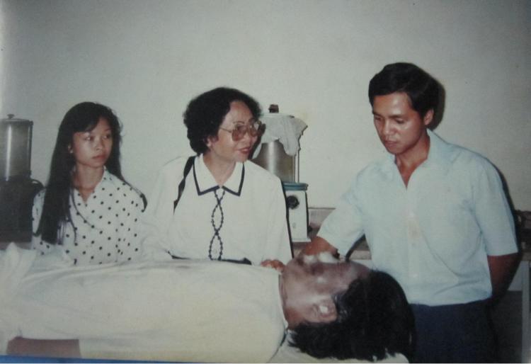 Bà Phạm Thị Soi cùng gia quyến bên con trai Nguyễn Đức Minh giai đoạn xác trải qua các khâu xử lý