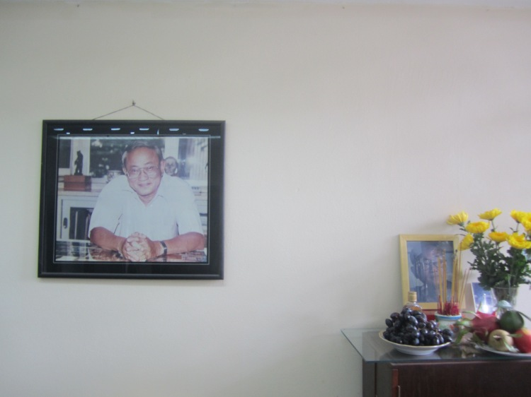 Hình ảnh & áng thờ PGS.BS. Nguyễn Quang Quyền (1934 – 1997) tại bộ môn Giải phẫu học, Đại học Y Dược TP.HCM. Ảnh: Phanxipăng