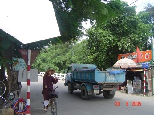 Cầu Bạch Hổ / cầu Lợi Tế hiện mang tên cầu Kim Long. Ảnh: Phanxipăng
