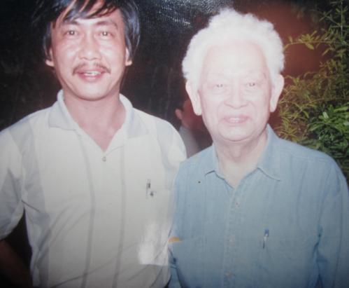 Phạm Duy & Phanxipăng ở Sài Gòn năm 2000. Ảnh: Nguyễn Hưng