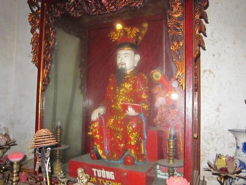 Tượng danh tướng Dã Tượng trong đền Trần. Ảnh: Phanxipăng