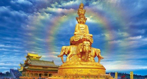 Tượng Bồ tát Phổ Hiền hiện cao nhất thế giới (48m) trên Kim Đỉnh, núi Nga Mi, tỉnh Tứ Xuyên, Trung Hoa