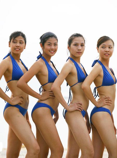 Các thi sinh dự thi hoa hậu Việt Nam với trang phục bikini