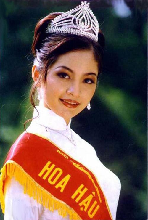 Nguyễn Thiên Nga – hoa hậu báo Tiền Phòng 1996, hoa hậu Việt Nam 1999, á hậu 1 hữu nghị Đông Nam Á / Miss Friendship of ASEAN 1999. Ảnh: Hoàng Trưởng