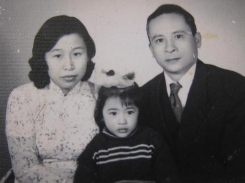 Lê Văn Thiêm cùng phu nhân Võ Thị Lệ Hồng và ái nữ Lê Minh