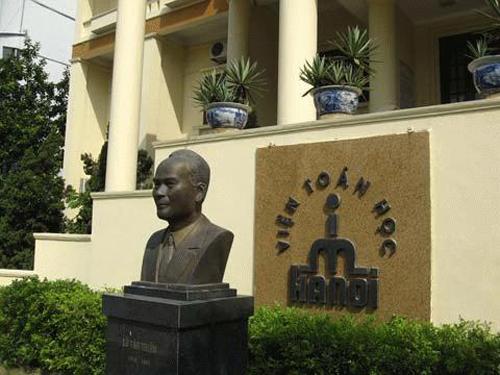 Tượng đồng Lê Văn Thiêm tại Viện Toán học Việt Nam ở Hà Nội. Ảnh: Tú Uyên