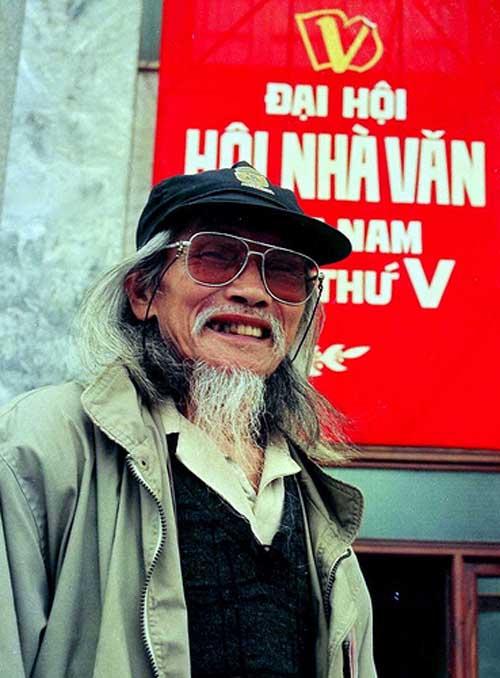 Hữu Loan tại Hà Nội ngày 13-3-1995. Ảnh: Đinh Quang Toán