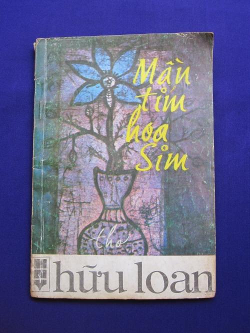 """Tập thơ """"Màu tím hoa sim"""" của Hữu Loan (NXB Hội Nhà Văn, Hà Nội, 1990). Ảnh: Phanxipăng"""