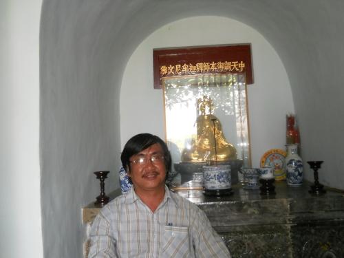 Phanxipăng nơi tầng trệt (tức tầng 7 theo văn bia của vua Thiệu Trị) thờ Trung Thiên Điều Ngự Bổn Sư Thích Ca Mâu Ni Văn Phật. Ảnh: Suy Min