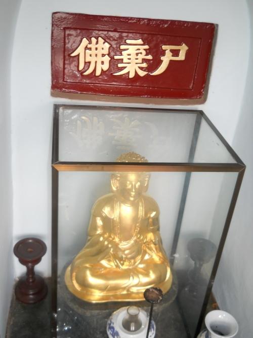 Tầng thứ 6 (tức tầng 2 theo văn bia của vua Thiệu Trị) thờ Thi Khí Phật. Ảnh: Phanxipăng