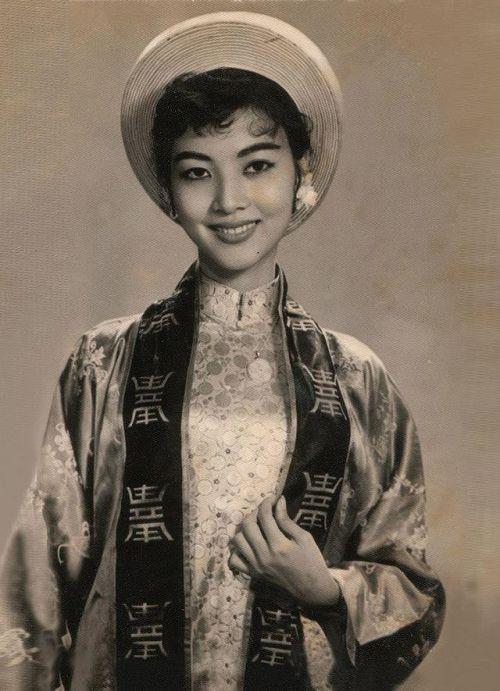 """Thẩm Thúy Hằng sắm vai Tam Nương trong phim """"Người đẹp Bình Dương"""" (1957)"""
