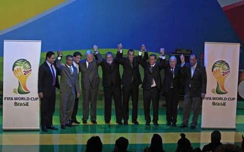 Tại Nam Phi mùa World Cup 2010, ngày 9-7, lễ công bố logo chính thức của World Cup 2014