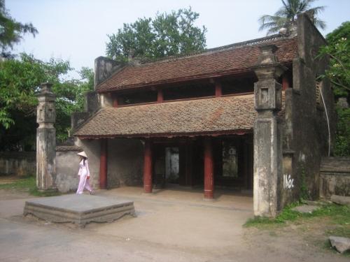 Đền Lê Đại Hành được xây dựng tại làng Trường Yên Hạ, nay thuộc xã Trường Yên, nên còn gọi đền Hạ. Ảnh: Phanxipăng