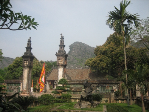 Đền Đinh Tiên Hoàng được xây dựng tại làng Trường Yên Thượng, nay thuộc xã Trường Yên, nên còn gọi đền Thượng. Ảnh: Phanxipăng