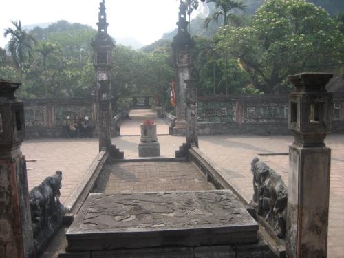 Thạch long sàng tại đền Đinh Tiên Hoàng. Ảnh: Phanxipăng