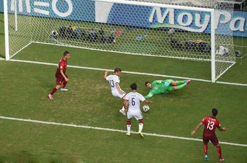Lập hatrick, tiền vệ Thomas Müller của Đức dập nát Bồ 4:0 trong vòng bảng World Cup 2014
