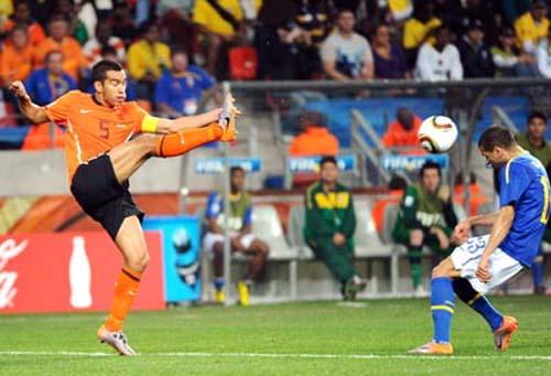 Trận tứ kết World Cup 2010, Brazil bị Hà Lan loại với tỉ số 1:2