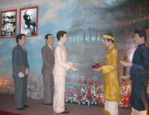 Phục hiện lễ trao ấn kiếm tại Huế chiều 30-8-1945