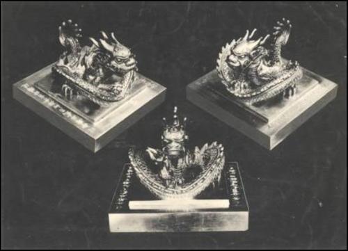 Ấn vàng đang khảo sát qua 3 kiểu chụp từ 3 hướng khác nhau