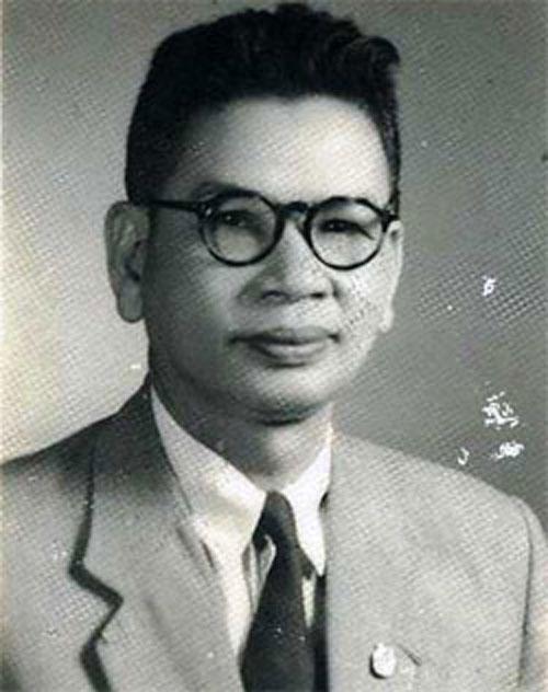 Trần Huy Liệu – người soạn quân lệnh số 1 tổng khởi nghĩa toàn quốc tại Tân Trào (Tuyên Quang) rồi công bố lúc 23 giờ đêm 15-8-1945 dẫn đến cách mạng tháng 8-1945 thành công, trưởng đoàn đại diện Chính phủ lâm thời vào kinh đô Huế chấp nhận vua Bảo Đại thoái vị vào chiều 30-8-1945