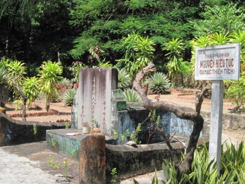 Mộ Thái phu nhân Nguyễn Hiếu Túc hiện nay tại núi Lăng / Bình San. Ảnh: Kỳ Anh