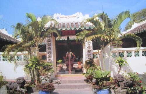 Đền thờ họ Mạc ở núi Lăng / Bình San. Ảnh: Phanxipăng