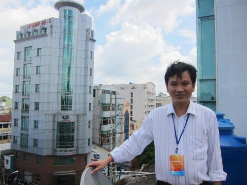 TS. Trần Nam Dũng tại cuộc Gặp gỡ toán học lần III vào tháng 8-2011 ở Công ty Titan Education. Ảnh: Phanxipăng