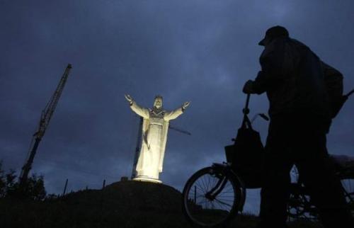 Tượng Chúa Giêsu Kitô cao nhất thế giới hiện ở Swiebodzin, Ba Lan. Ảnh: Kacper Pempel
