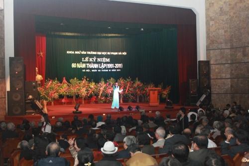 Lễ kỷ niệm 60 năm thành lập khoa Ngữ Văn trường Đại học Sư phạm Hà Nội (8-10-2011). Ảnh: Phanxipăng