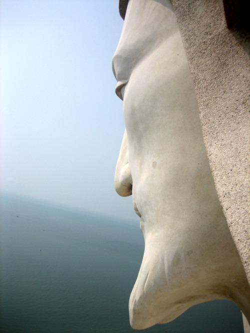 Leo núi Nhỏ, lên vai tượng Chúa, ngắm biển Đông. Ảnh: Phanxipăng