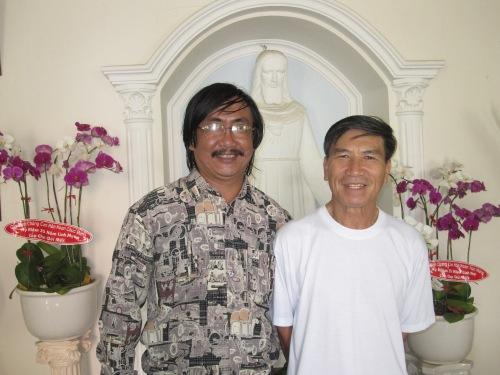 Linh mục Phêrô Trần Văn Huyên & Phanxipăng. Ảnh: Thiện Hằng