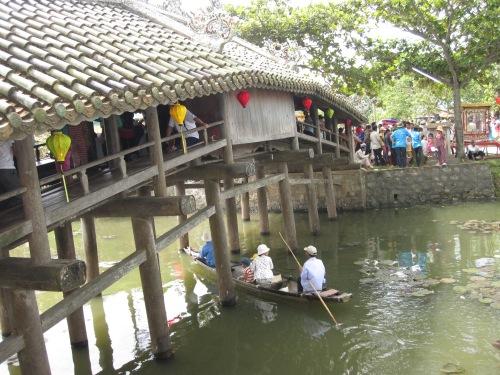 Cầu ngói Thanh Toàn năm 2010. Ảnh: Phanxipăng