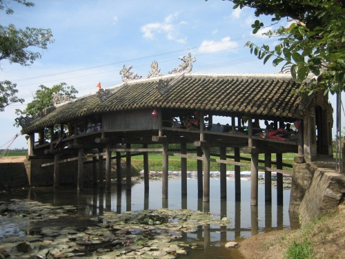 Cầu ngói Thanh Toàn năm 2006. Ảnh: Phanxipăng