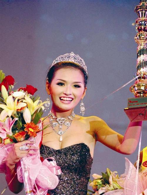 Chào đời năm 1988 ở Hà Nội, Mai Phương Thúy đăng quang Hoa hậu Việt Nam 2006 tại Nha Trang với các số đo: 1,79m, 60kg, 86-61,5-95