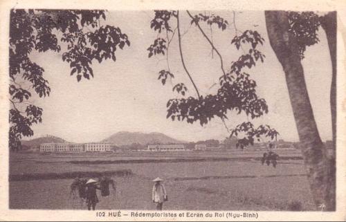 Bưu ảnh Pháp: Hué - Rédemptoristes et Ecran du Roi (Ngu-Binh) / Huế - Dòng Chúa Cứu Thế và Ngự Bình