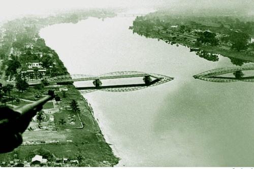 Không ảnh sông Hương với cầu Trường Tiền xuân Mậu Thân 1968
