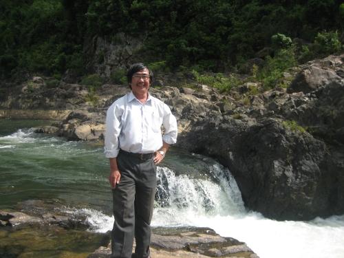 Phanxipăng ngược dòng Tả Trạch, 1 trong 2 nguồn hợp lưu tại ngã ba Tuần / Bằng Lãng tạo nên sông Hương. Ảnh: Đình Hải
