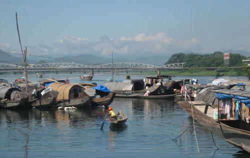 Sông Hương & cầu Trường Tiền nhìn từ cồn Hến. Ảnh: Phanxipăng