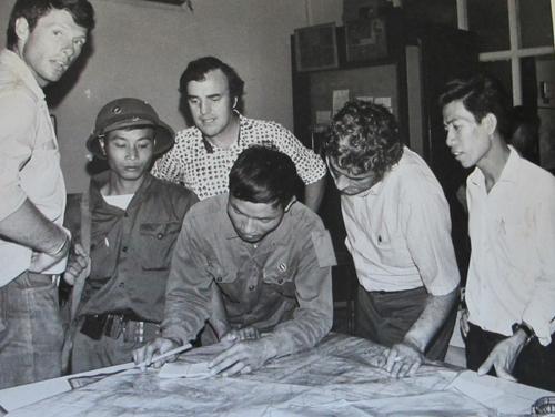Văn phòng hãng thông tấn AP ở Sài Gòn chiều 30-4-1975